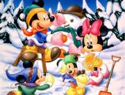Mickey Minnie et les enfants à la neige