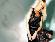 Claudia Schiffer en noir