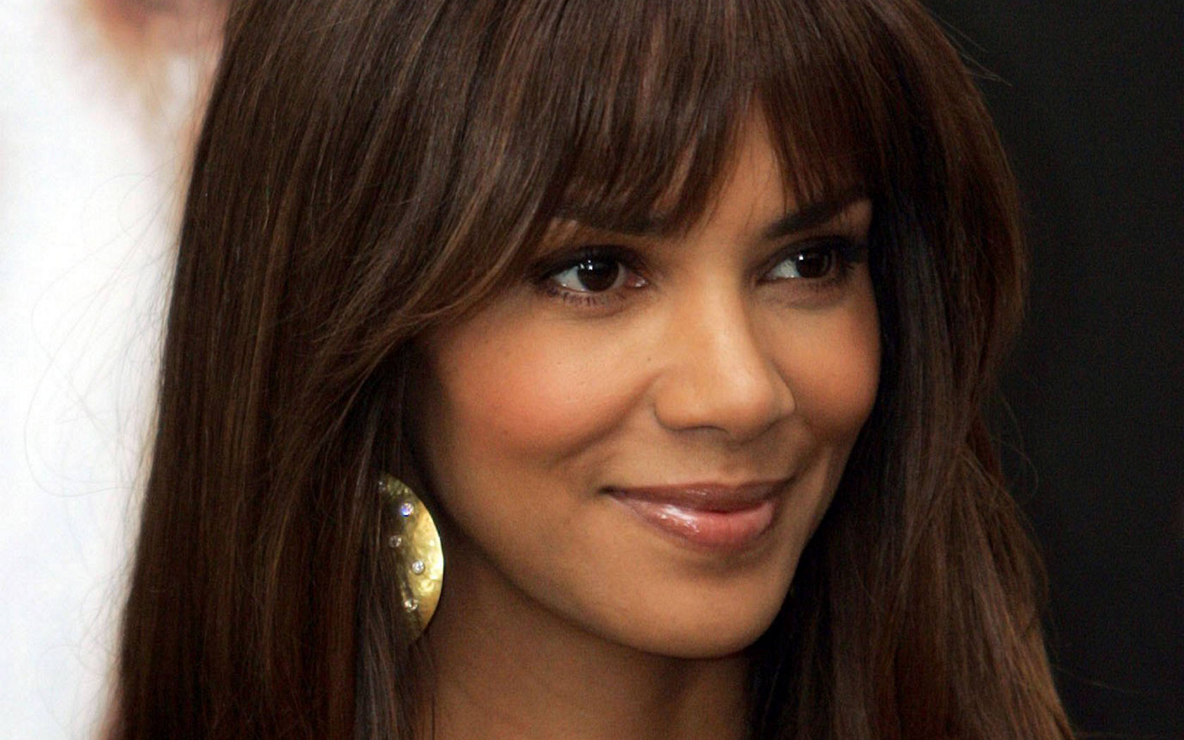 30 Inspirational Halle Berry Hairstyles | CreativeFan