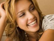 Jessica Alba sourir