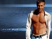 Brad Pitt et sa chemise ouverte