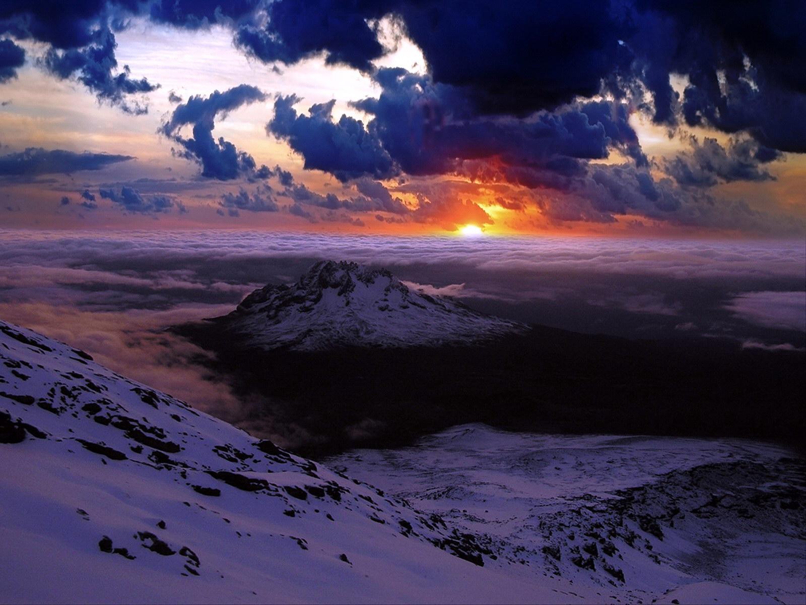 Fond d 39 ecran couch de soleil au dessus des montagnes wallpaper - Photo coucher de soleil montagne ...