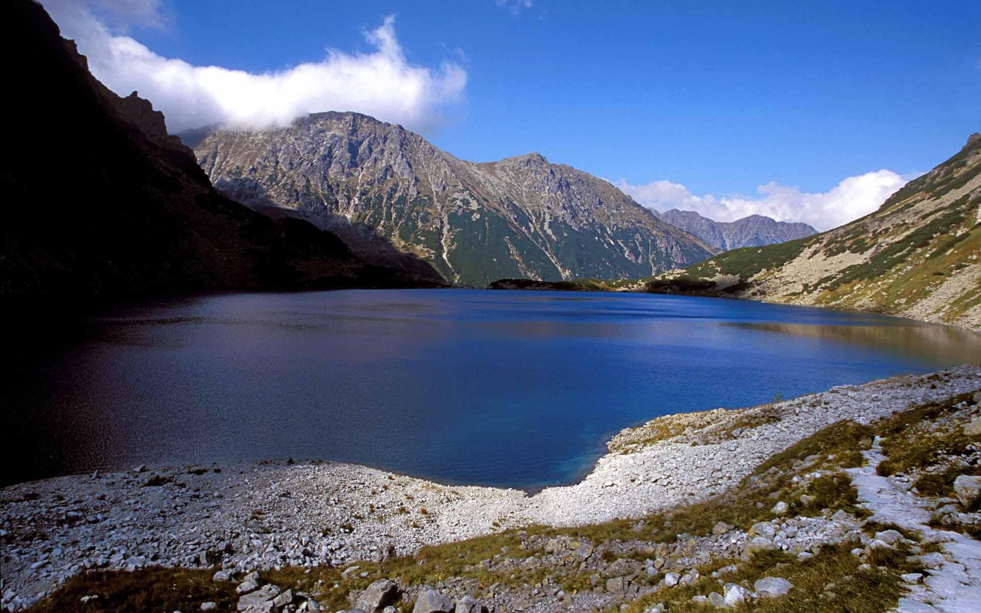 Fond d 39 ecran lac de montagne wallpaper for Fond ecran montagne