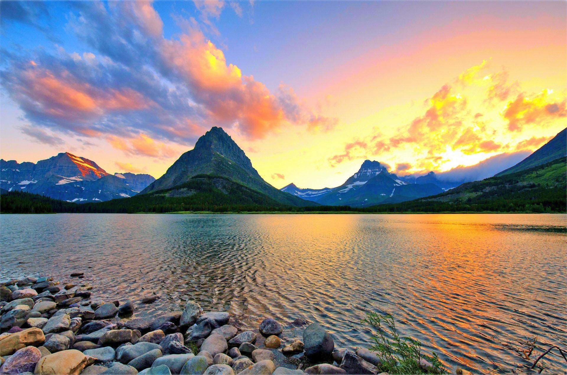 Fond d 39 ecran lac et montagnes wallpaper for Image fond de bureau
