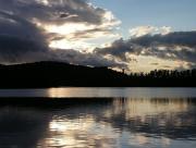 Lac sous les nuages