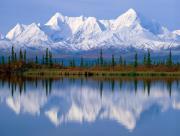 Montagne reflété dans l'eau