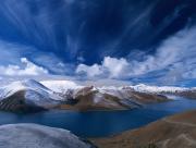 Longue chaine de montagnes Lac