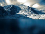 Lac au pied de la montagne