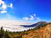 Nuages sous les collines