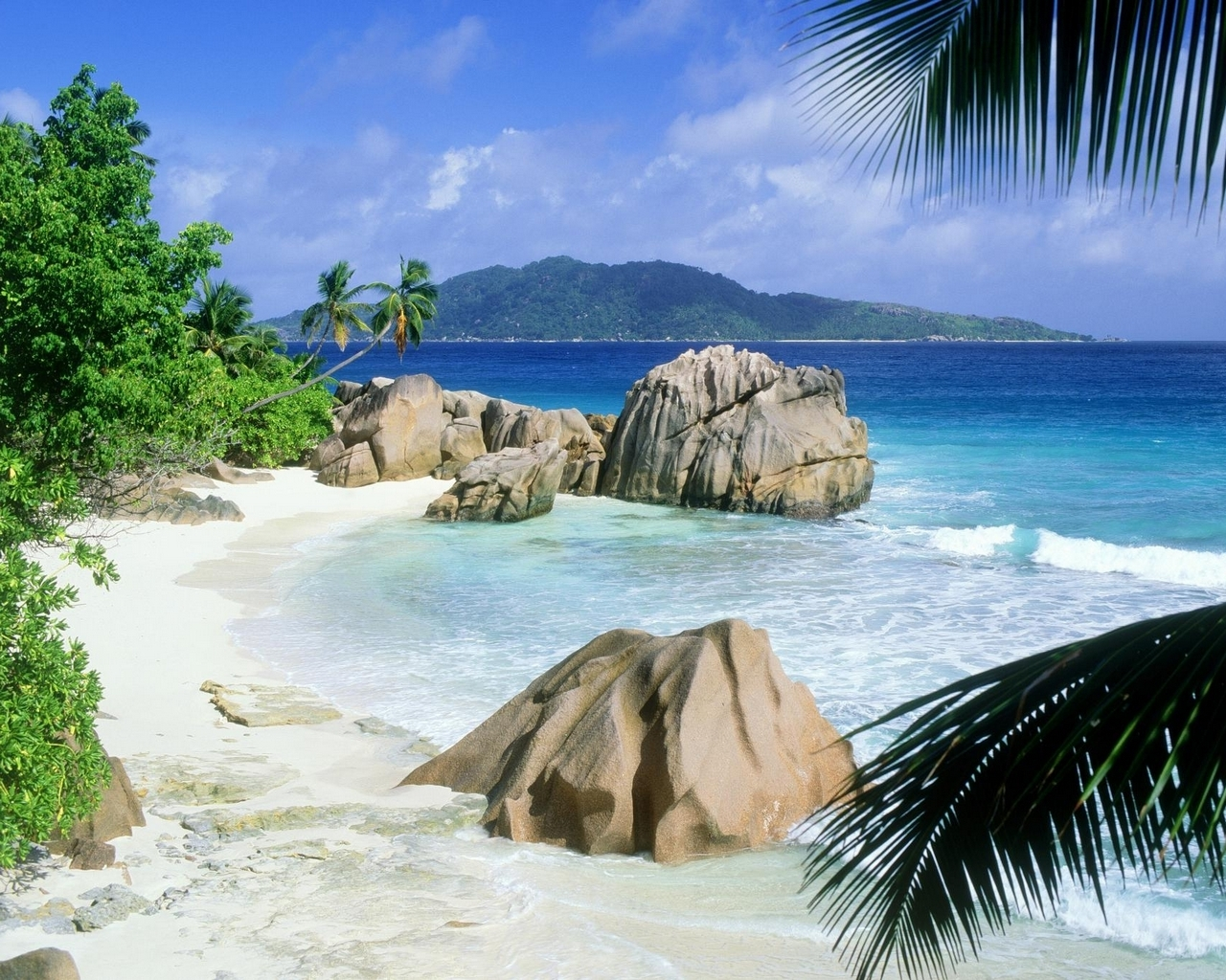 Fond d 39 ecran plage paradisiaque rochers wallpaper for Fond ecran plage gratuit