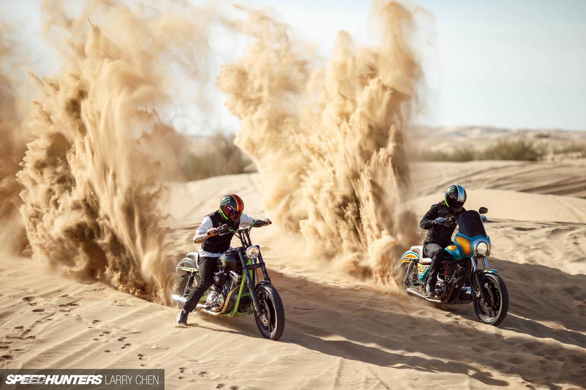Fond D Ecran Motocross Dans Le Desert Wallpaper