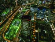 Survole de ville de nuit